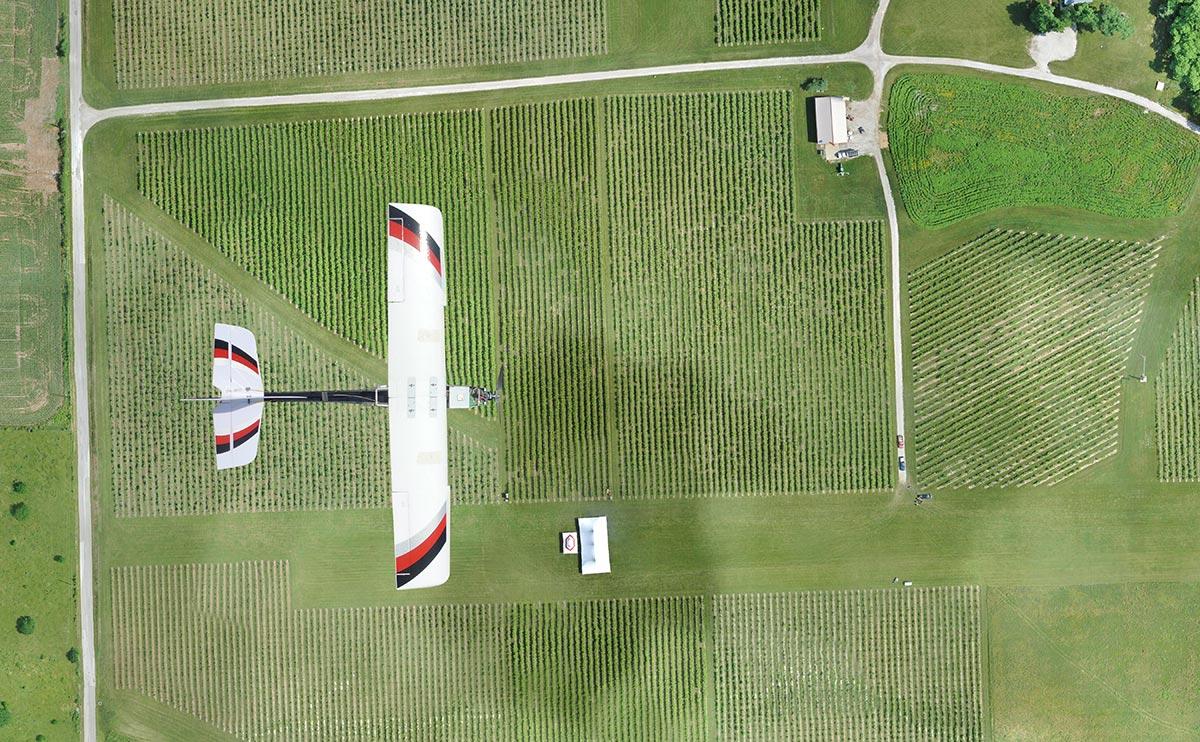 Drone voando fazenda - Drones na viticultura -